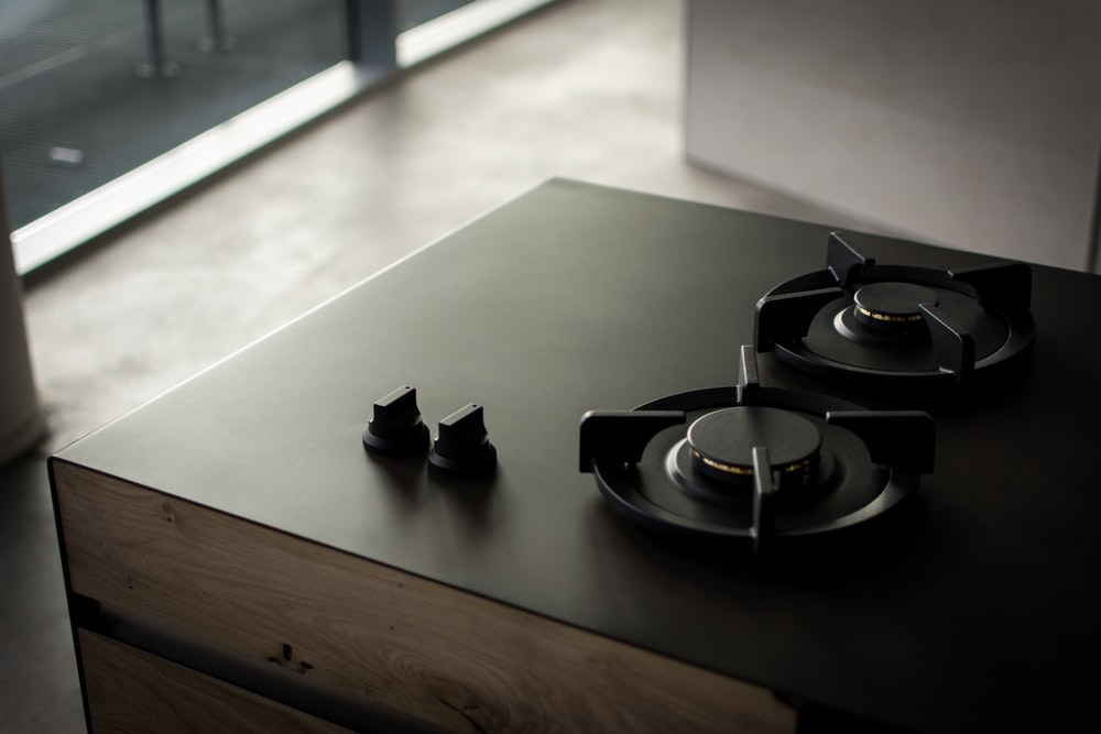 black 2-burner stove