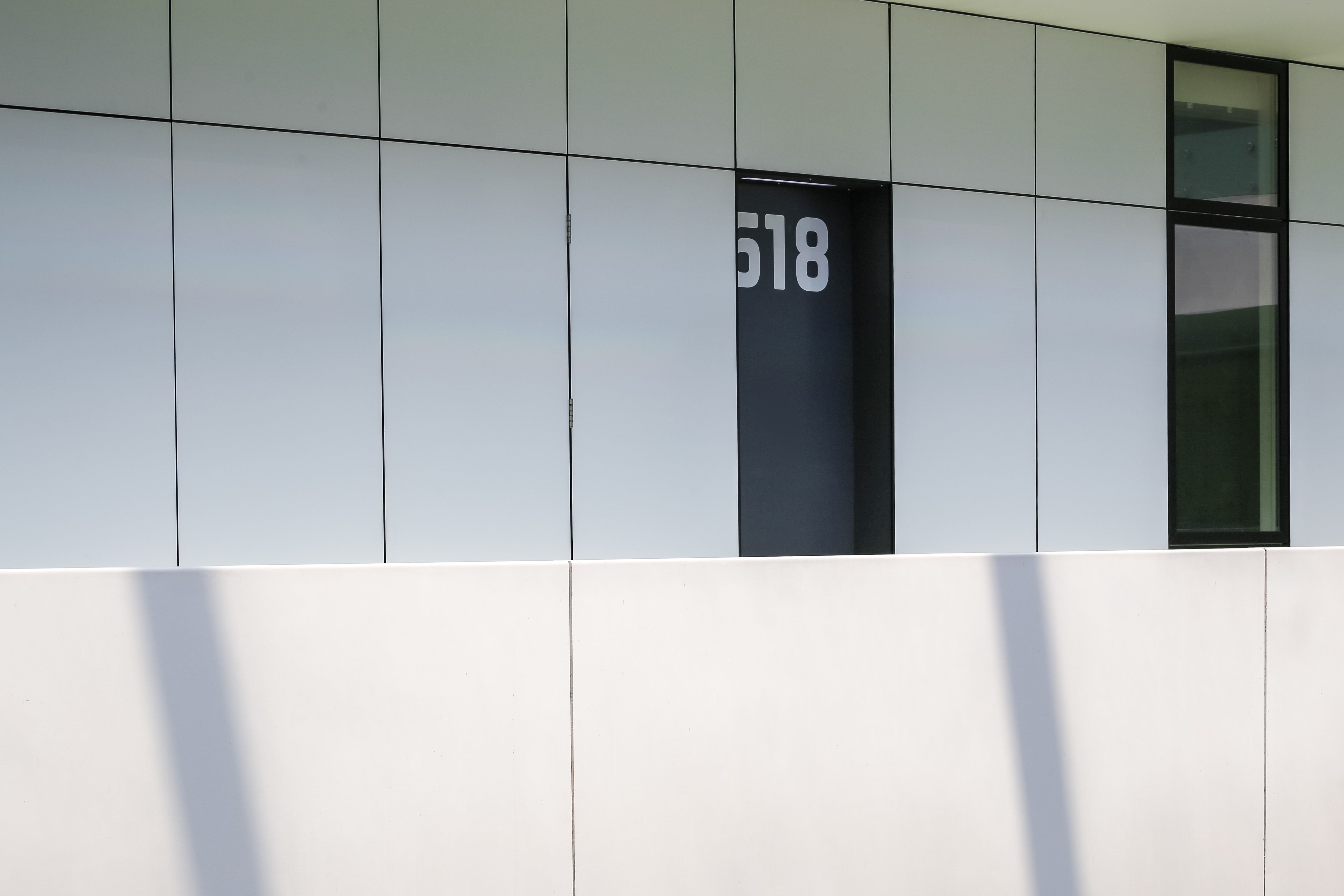 518 room near hallway