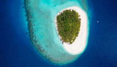 A small uninhabited Island in Baa Atoll, Maldives. Do you see the small white dot on the right side of the picture? Thats the boat that I'm in.