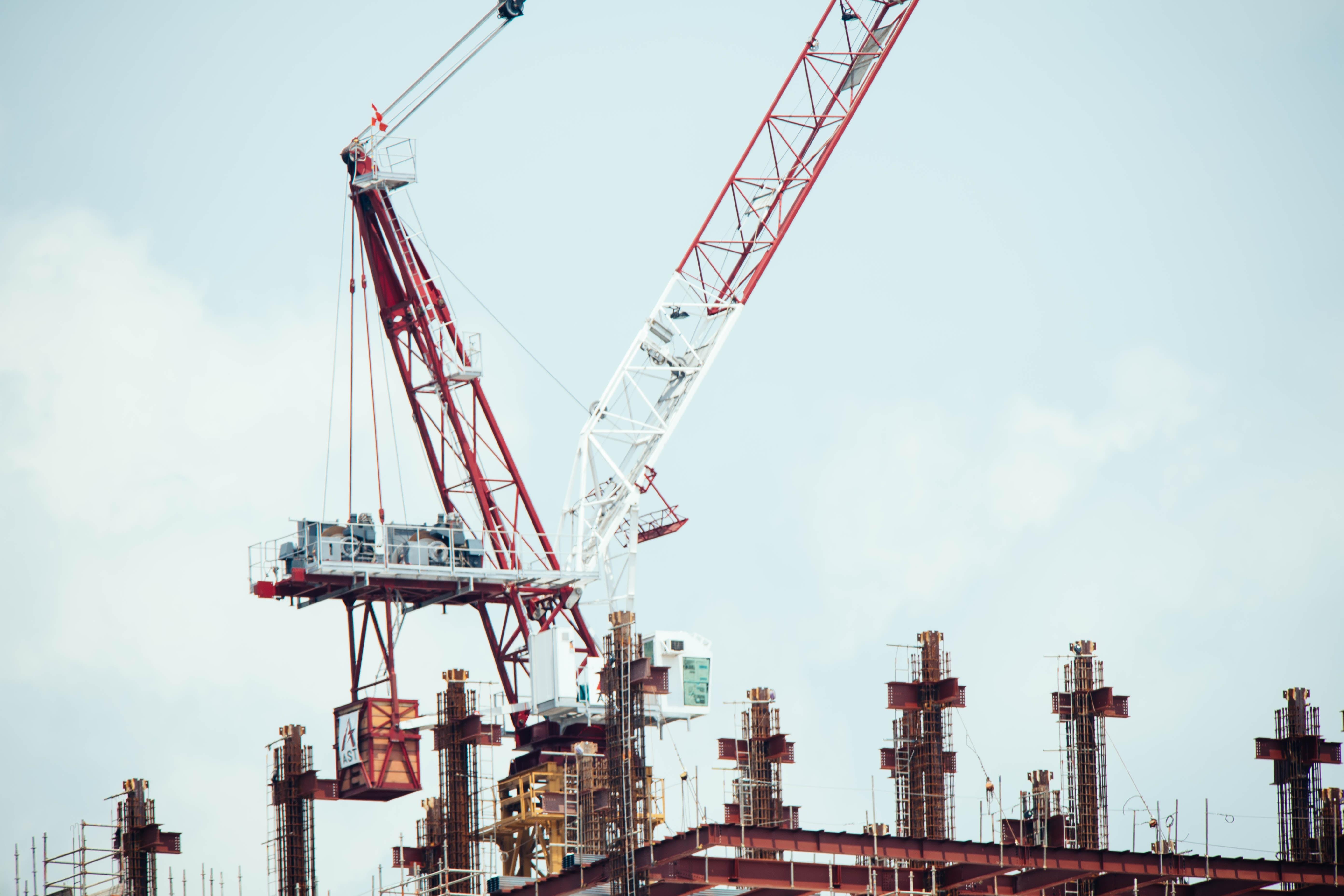 crane lifting an equipment