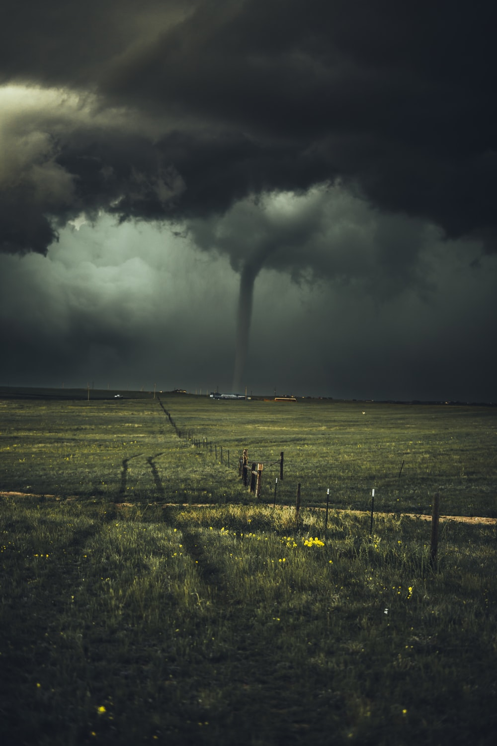 450 tornado pictures hd download free images on unsplash - Tornado images hd ...