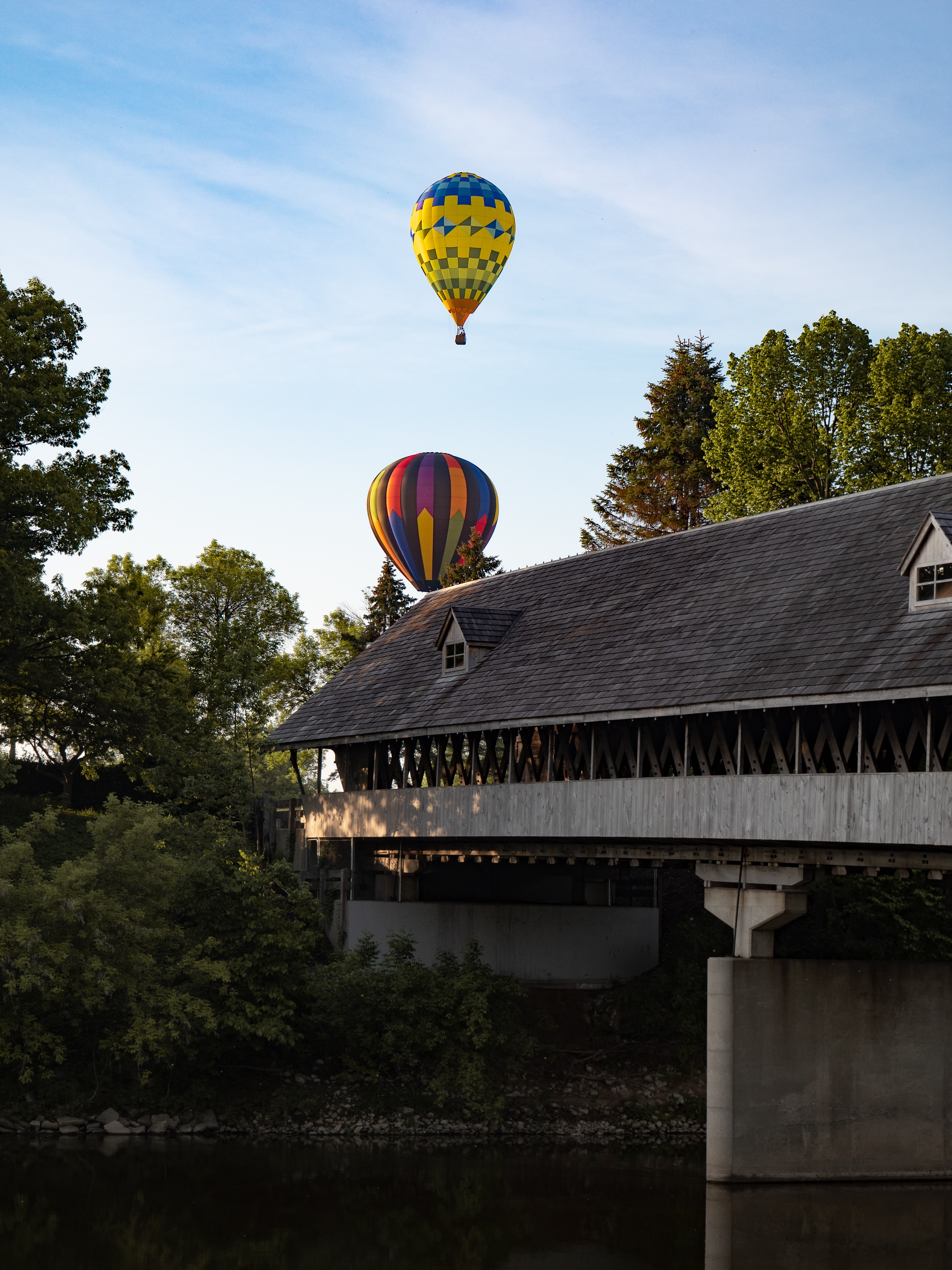 two hot air balloons during daytime
