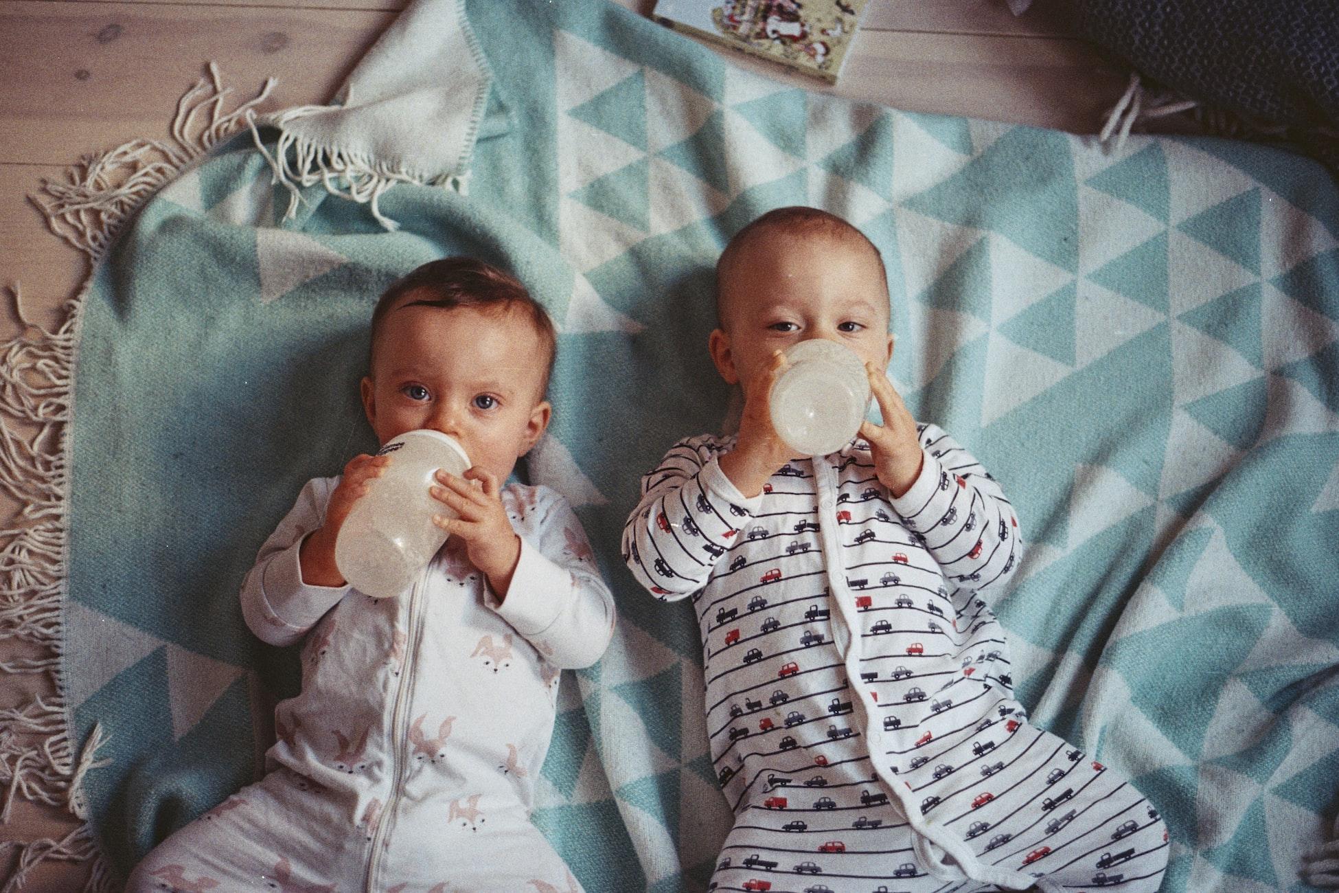 Babies_drinking_milk