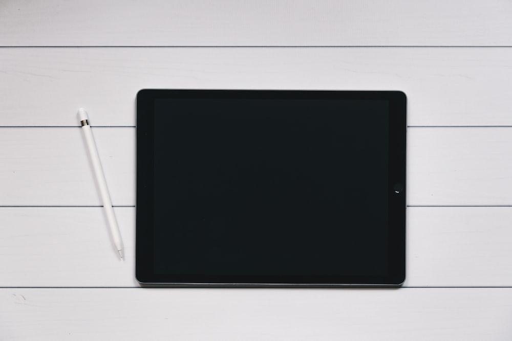 IPad Pro screen | HD photo by Kelly Sikkema (@kellysikkema