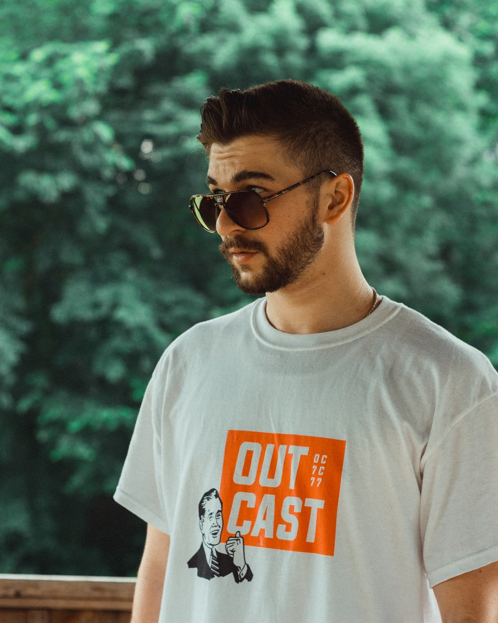 man wearing white and orange crew-neck t-shirt