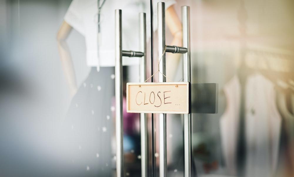 close signage on door