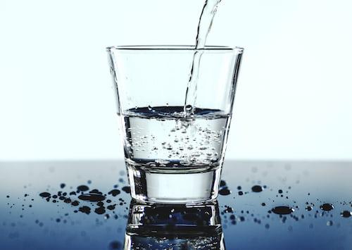manfaat minum air putih untuk menurunkan berat badan