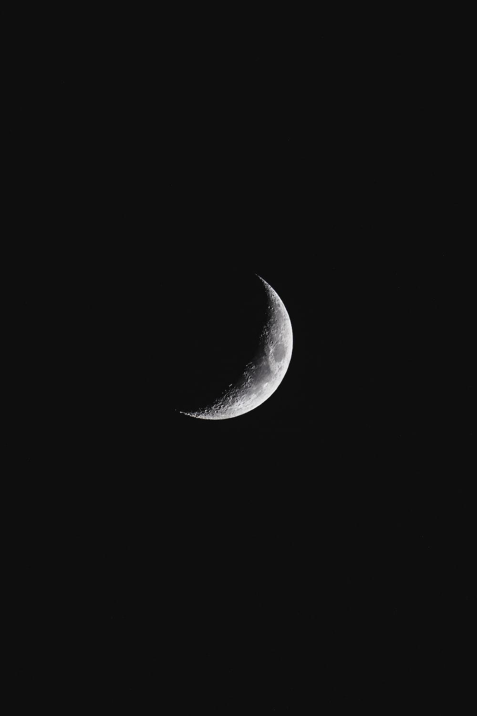 closeup photography of crescent moon