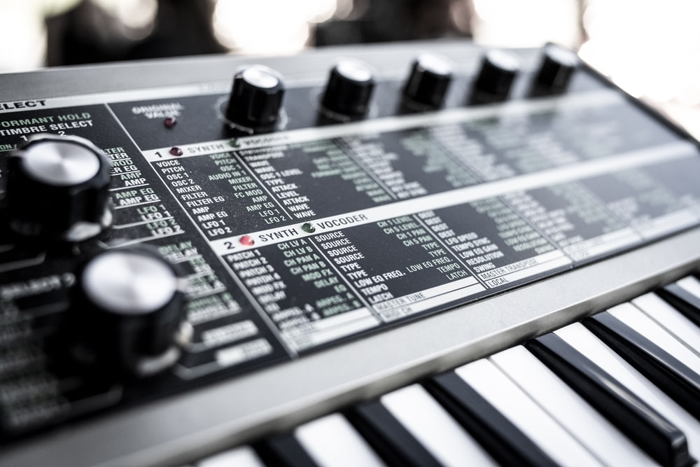 shallow focus photo of electronic keyboard