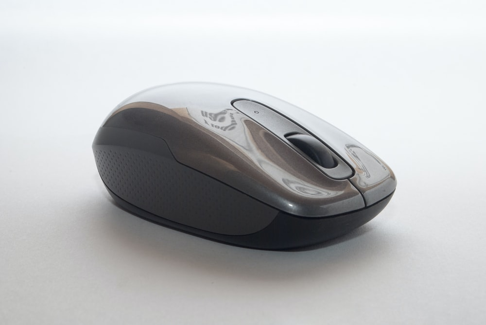 closeup photo of gray and black cordless mouse