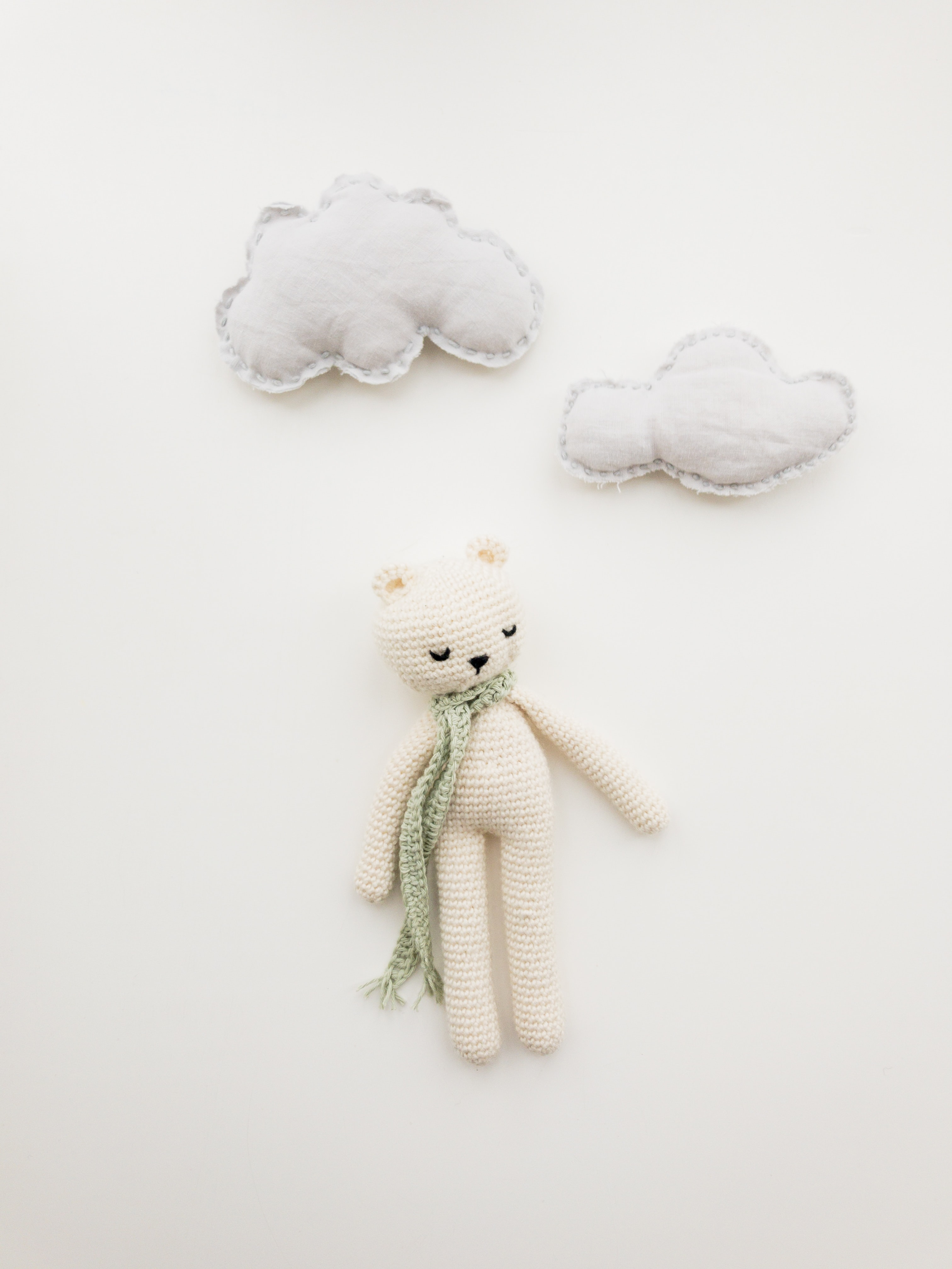 white bear amirugumi knitted doll