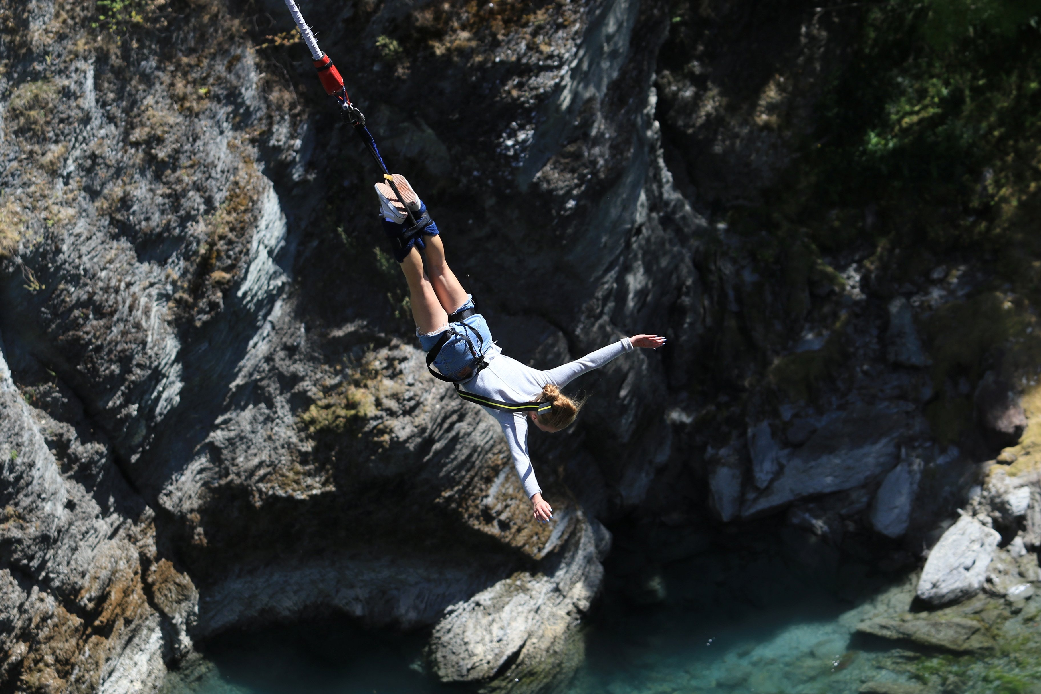 person doing bungee jumping