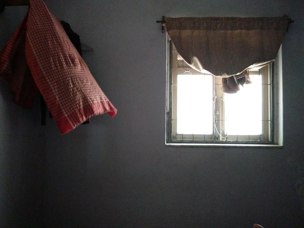 white glass window pane