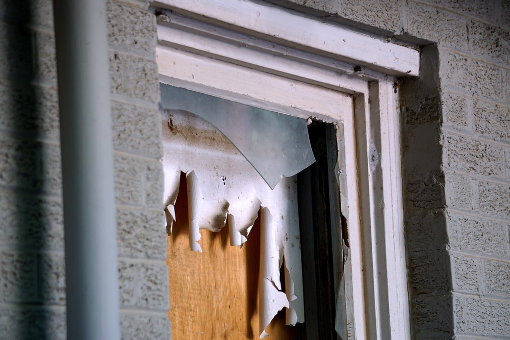 cracked window panel