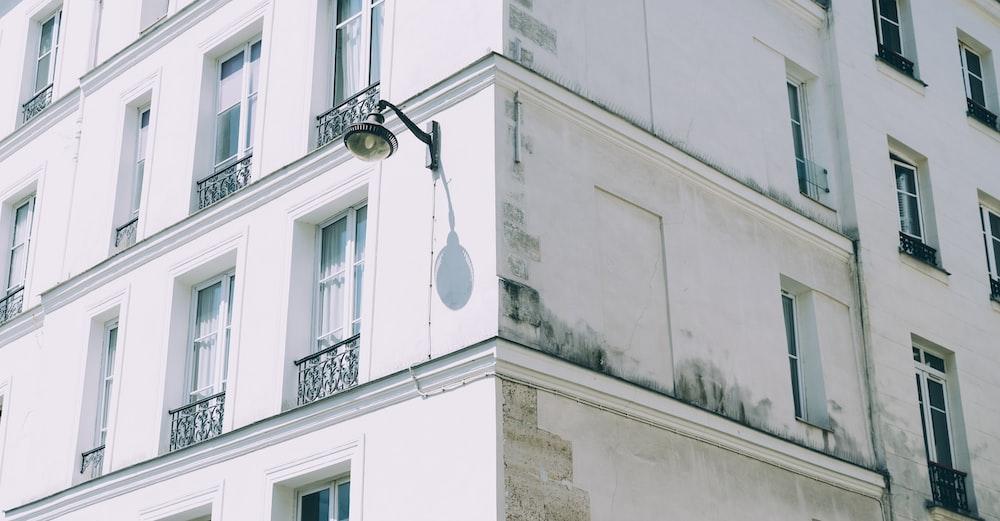 black wall lamp during daytime