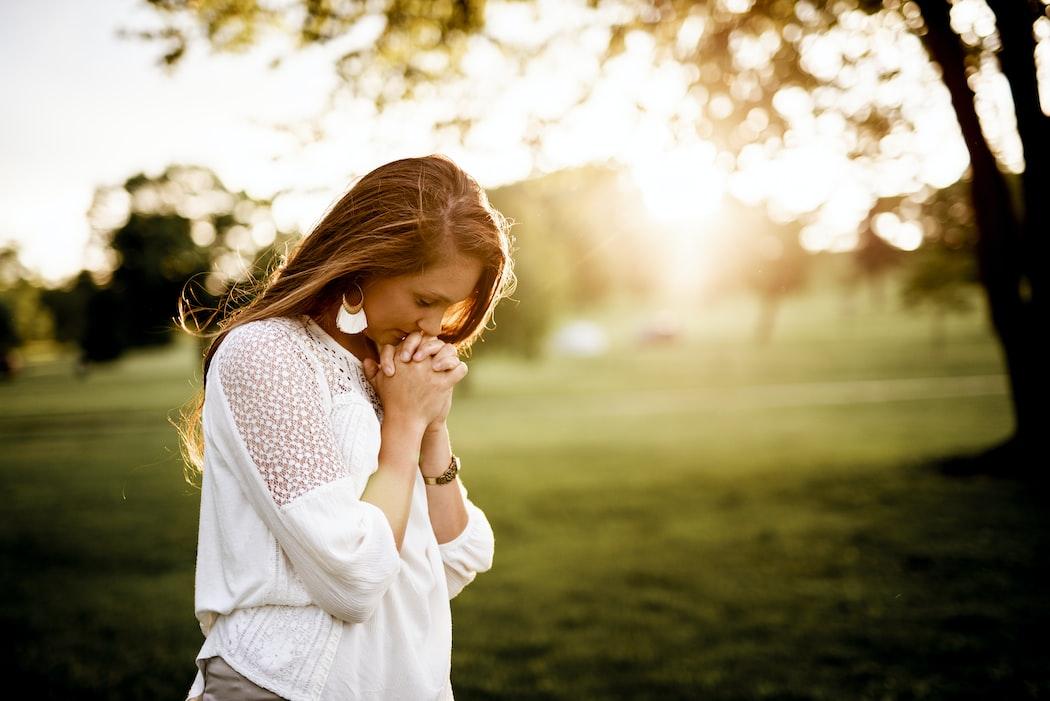 rezando pela saúde de um ser querido