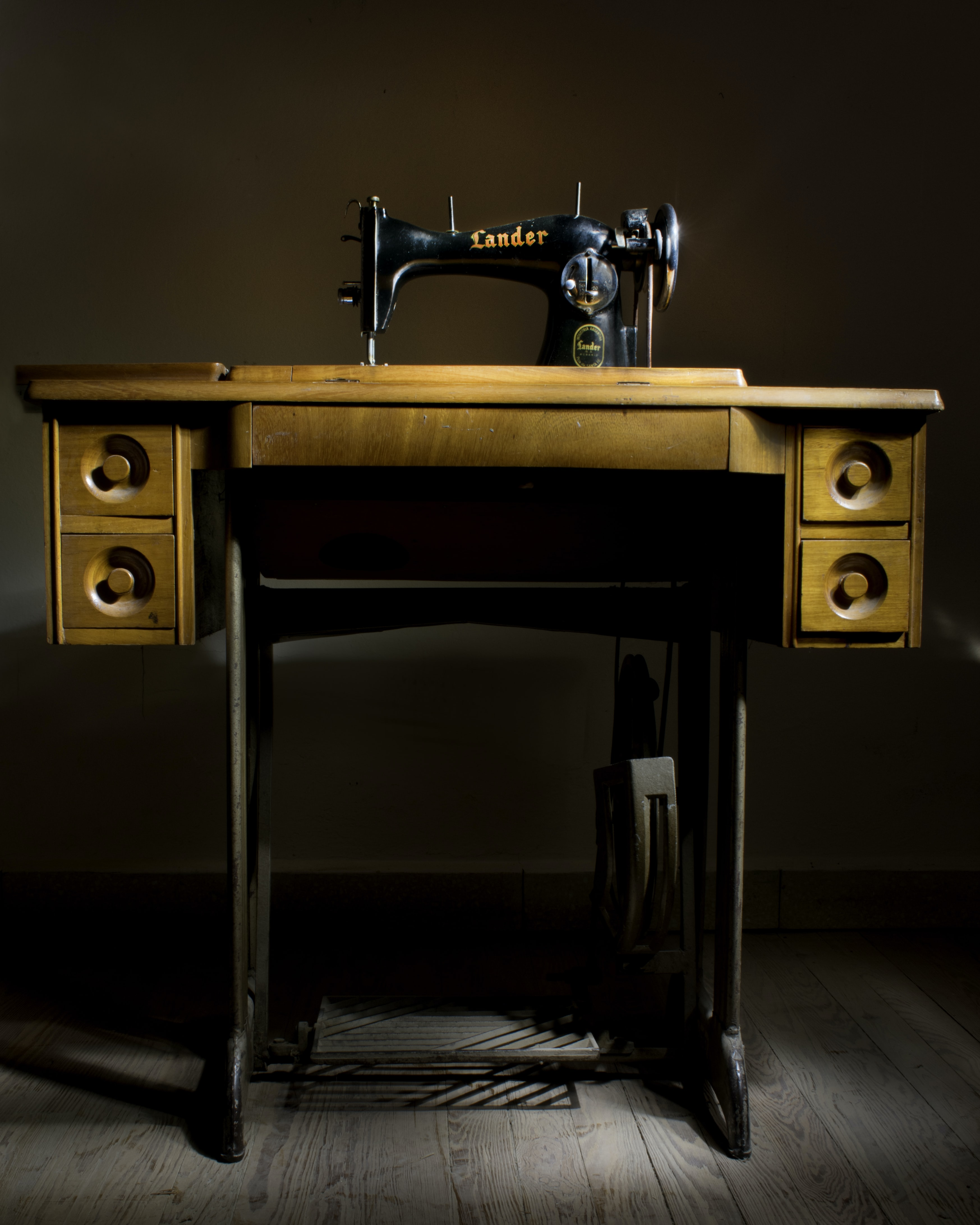 black Lander sewing machine