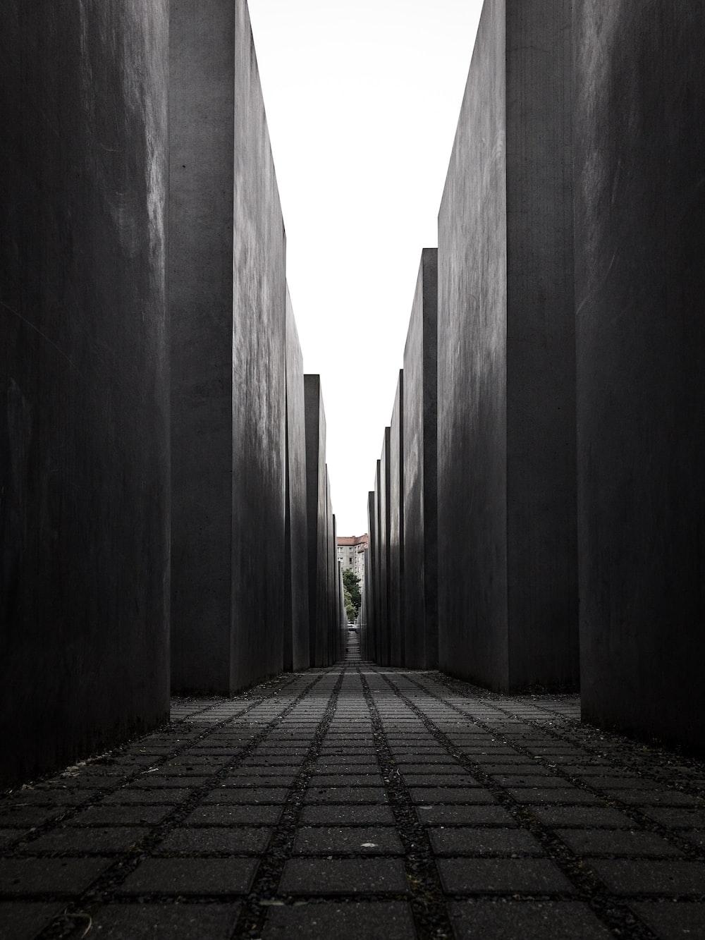 closeup photography of gray concrete building