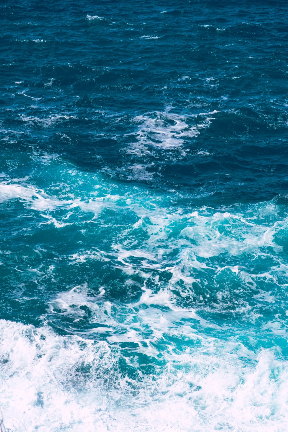 ocean wave in shallow focus photography