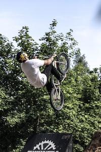man doing bike tricks at daytime