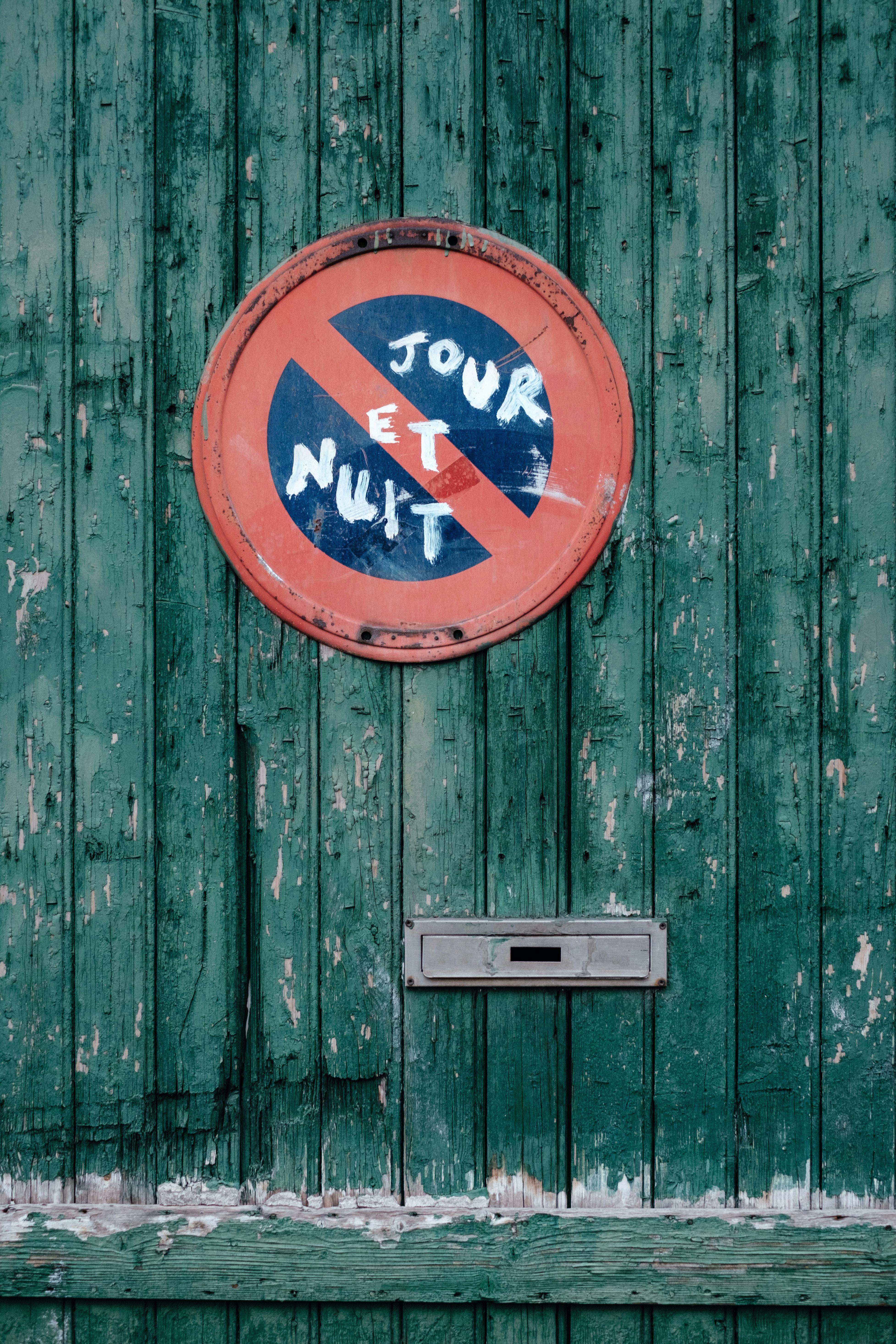 Tour Et Nut signage