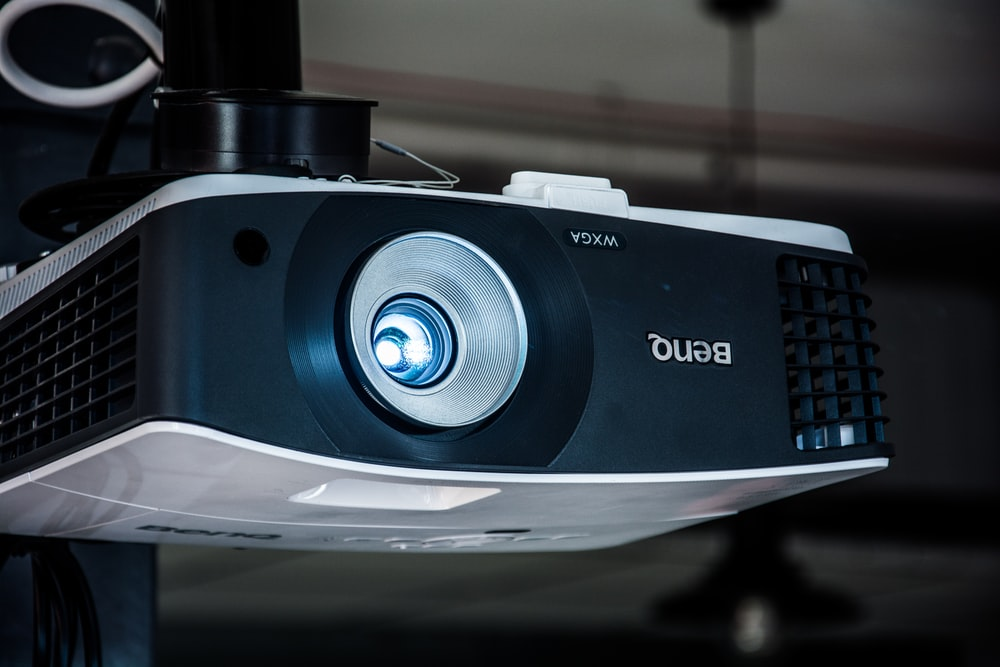 black and white Benq projector