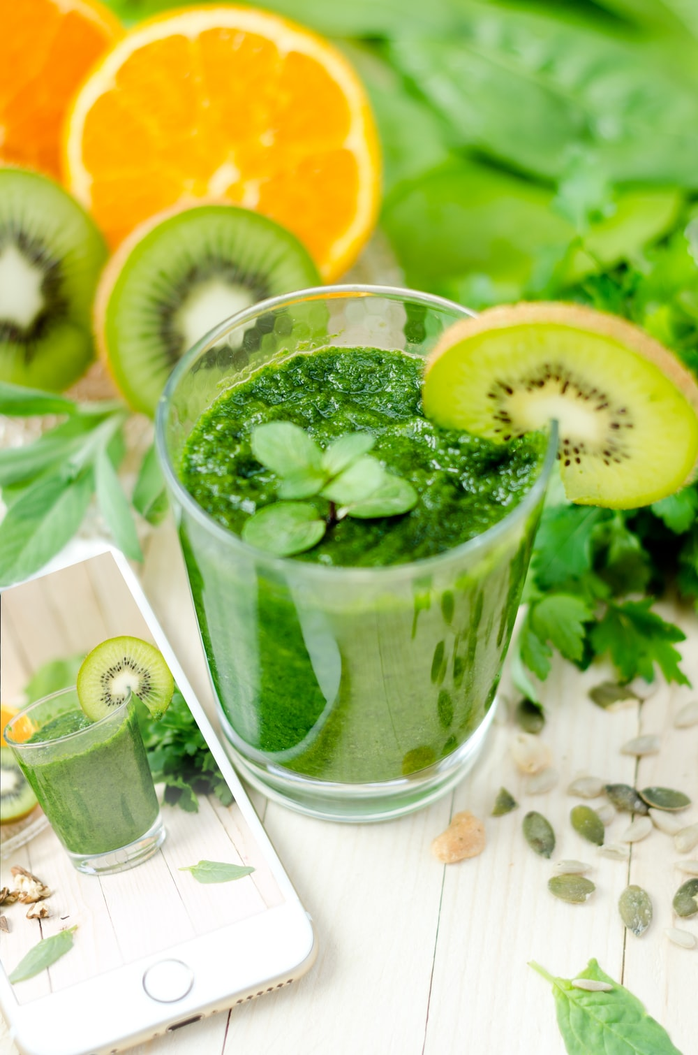 green shake fruits with kiwi