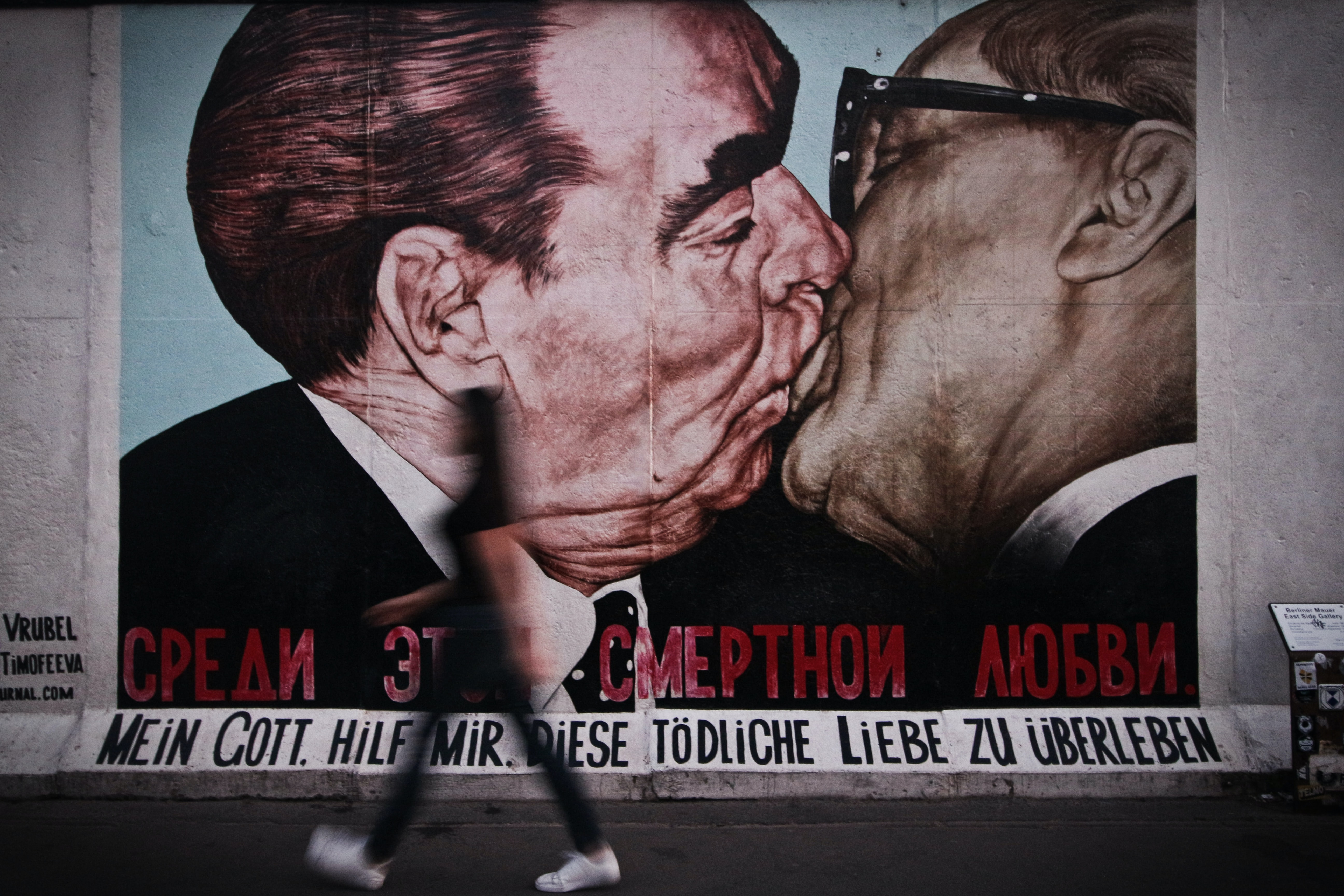 two person kissing wall art