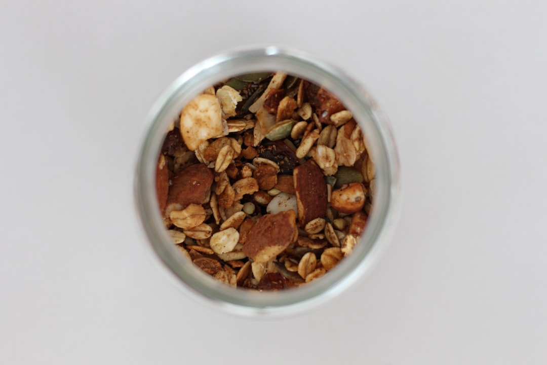 I bought special granola in Armazém Integral, a granel store in Algarve (Portugal). This one is great because it has ginger, which I love! I decided to do this macro pic to get a few more details about what is inside this granola ;-)