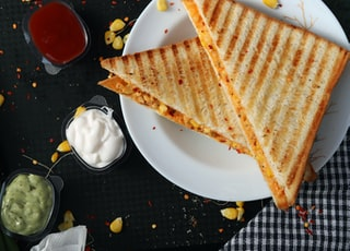 toasted bread with tartar sauce