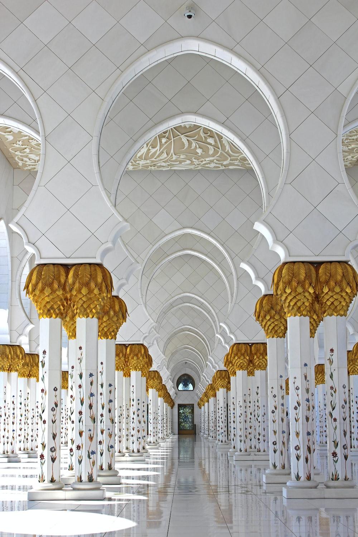 Zayed Sheikh Mosque, Saudi Arabia at daytime