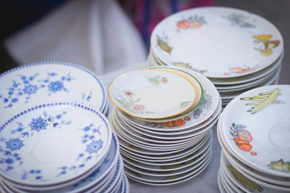 white-and-blue floral ceramic dinnerware set