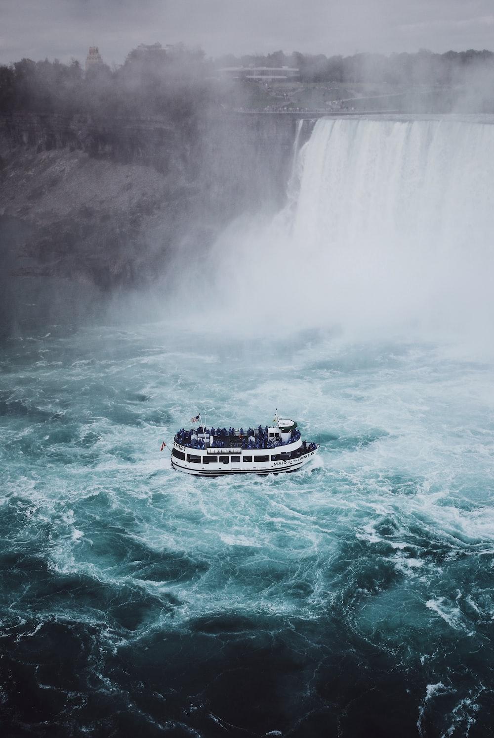river boat in Niagara falls