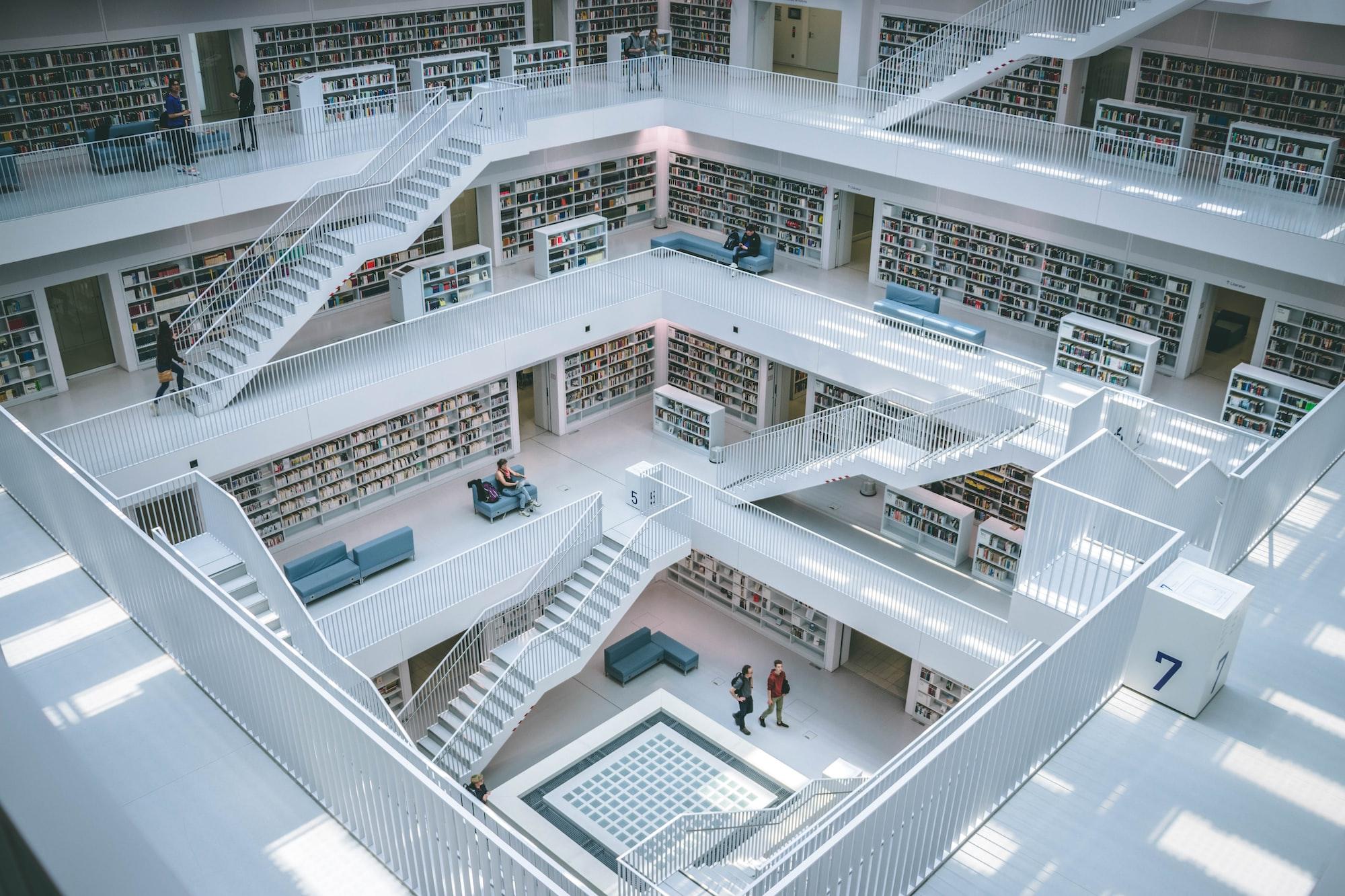 大学图书馆馆长亲自整治「占座行为」