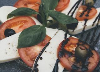 closeup photo of tofu and tomato slices