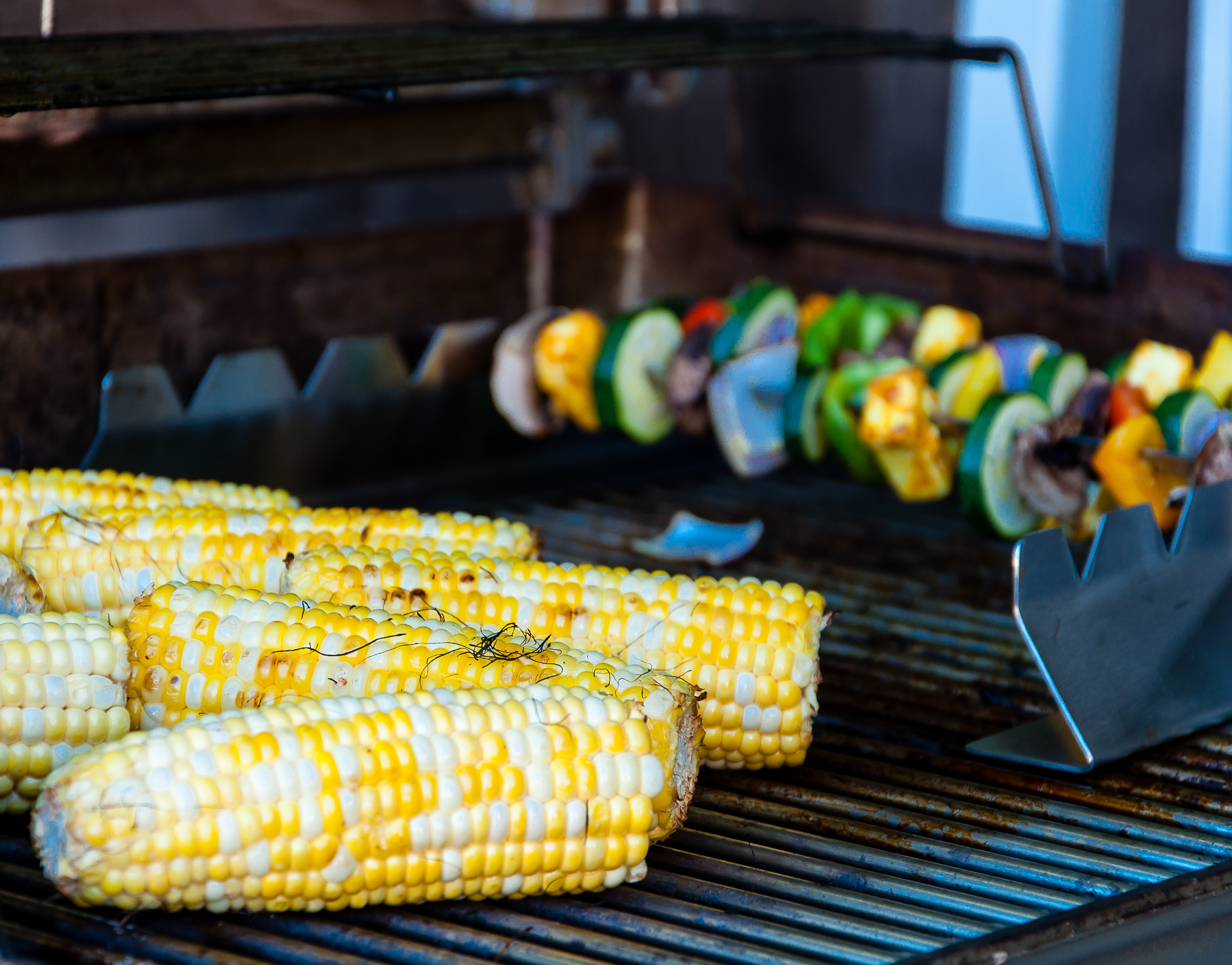grilled corncobs