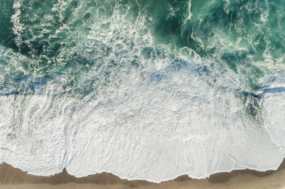 aerial photography of ocean wave