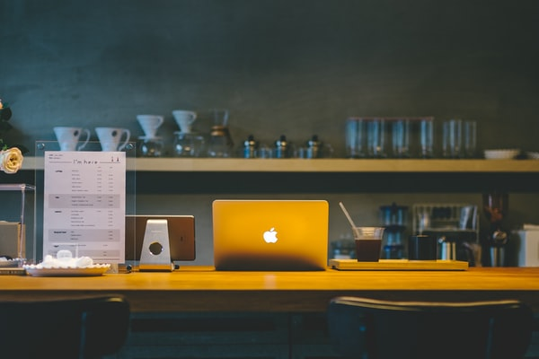 Mac in Cafe