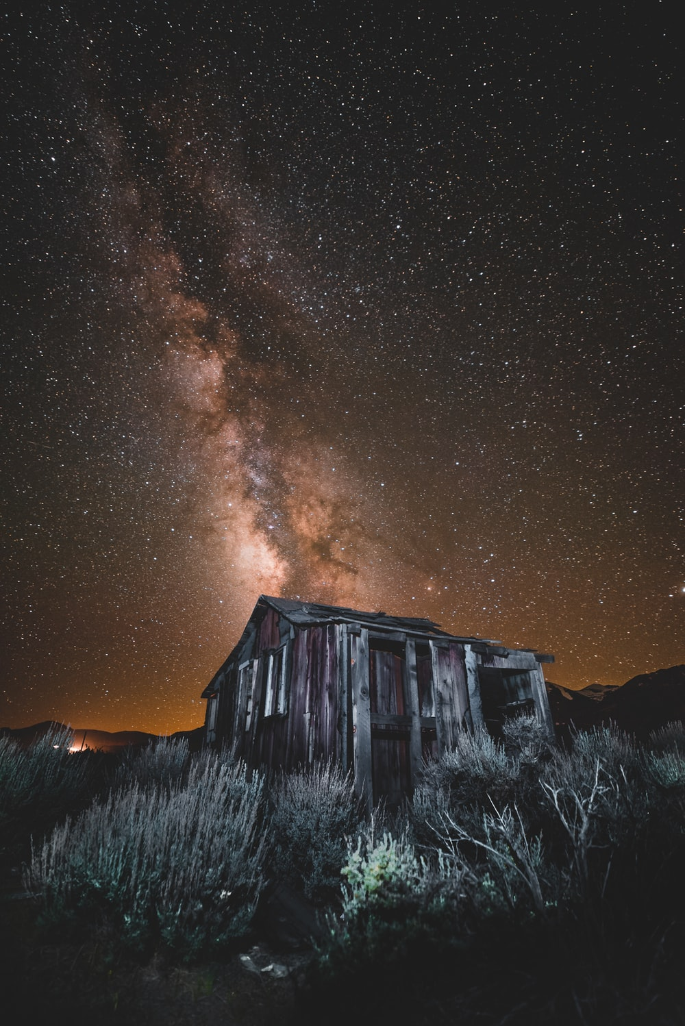 brown house overseeing stars