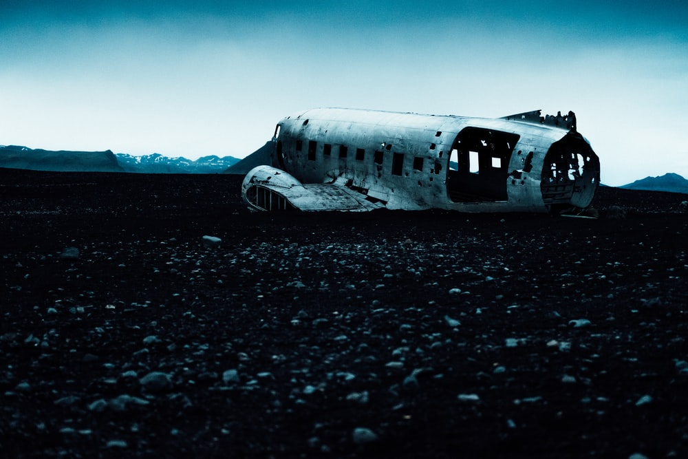 crashed white aircraft