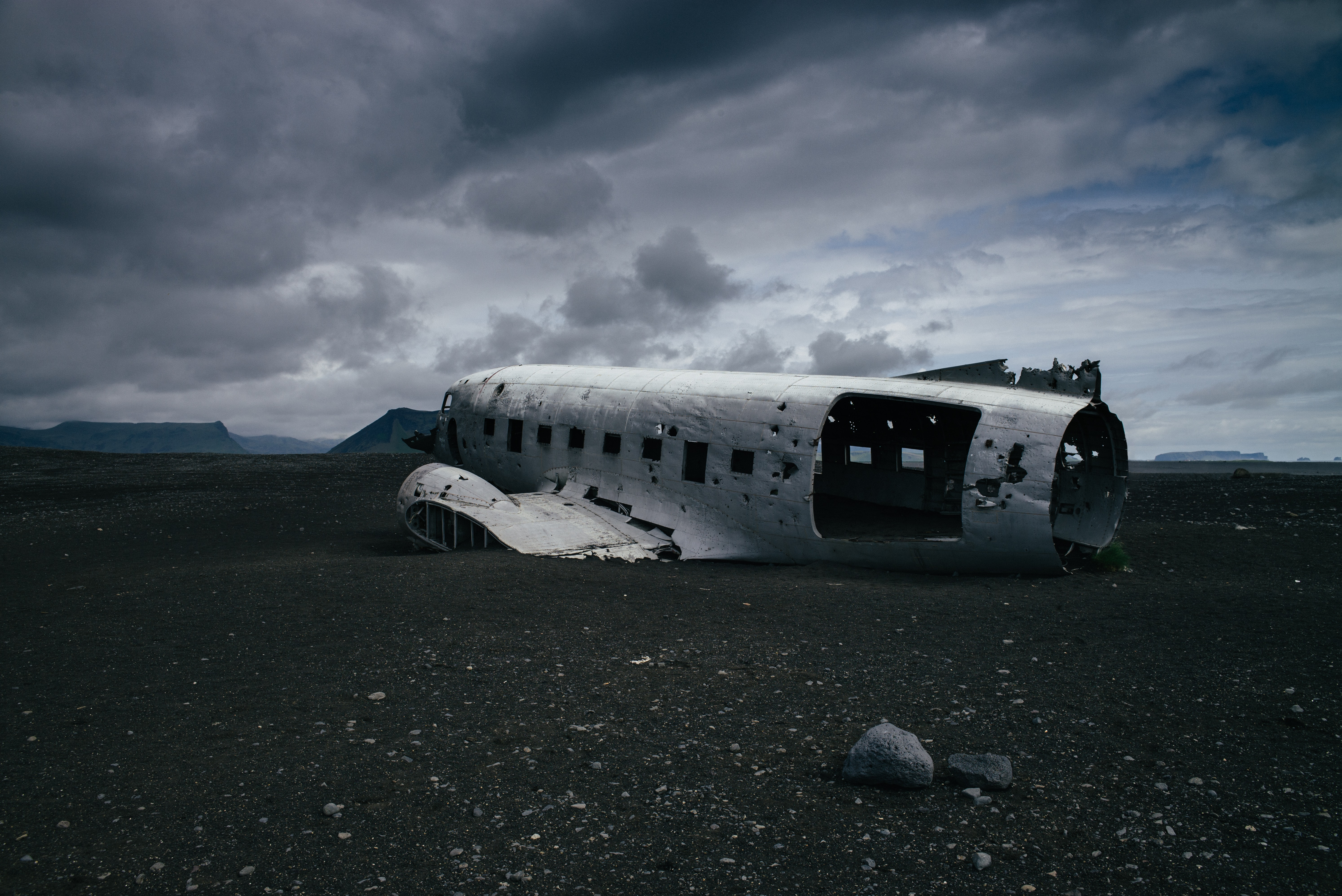 crashed white airliner
