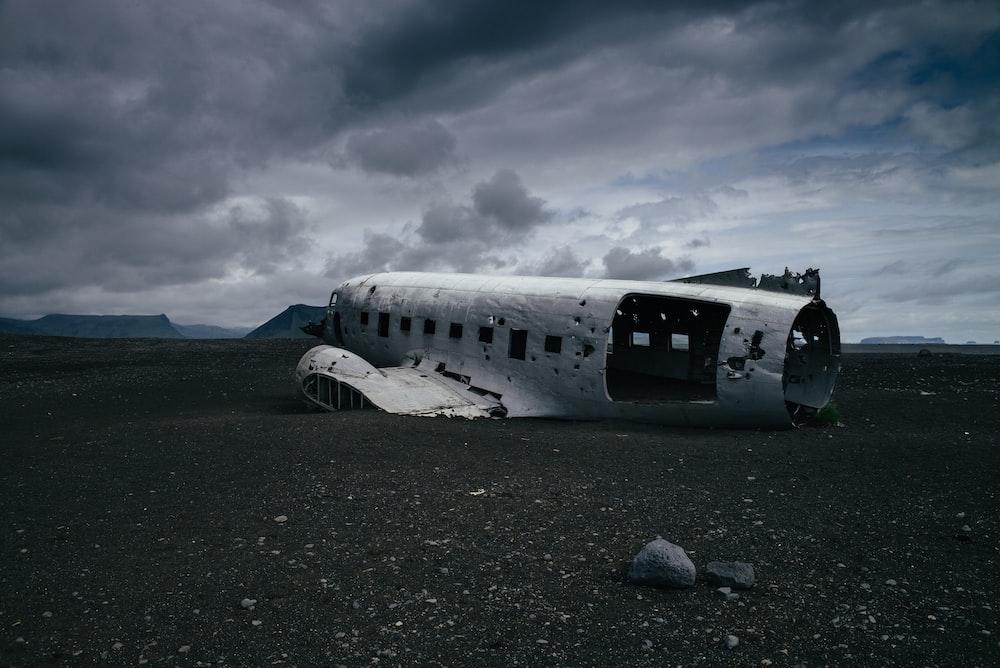 crashed white airliner