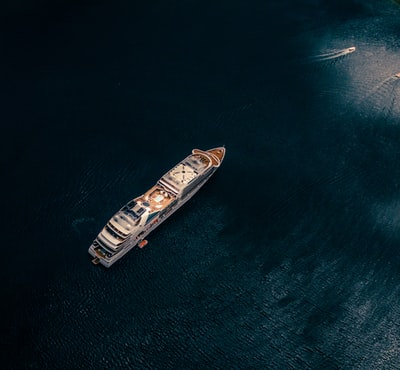 Image of a cruise ship in the ocean