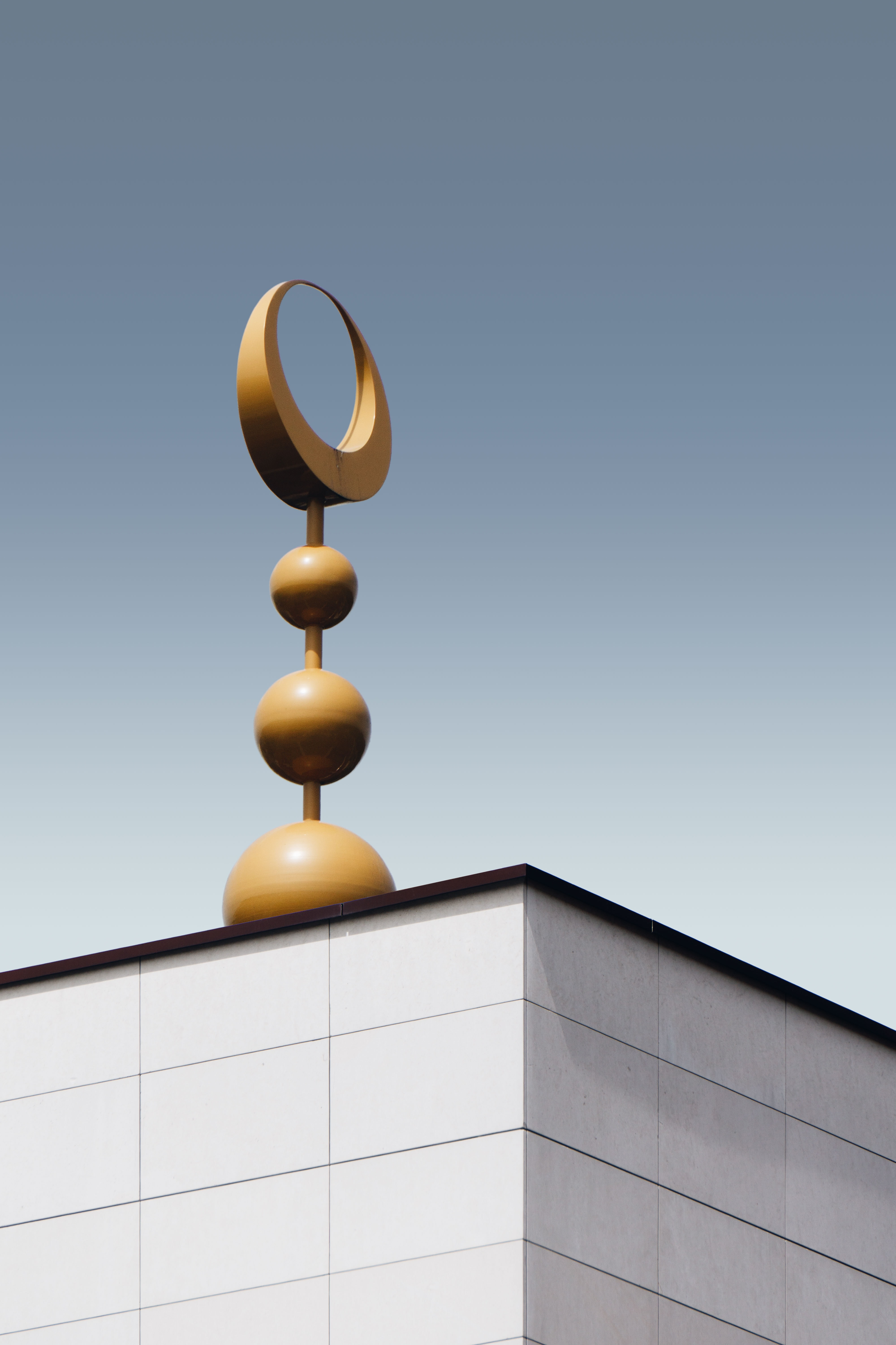 ball stack roof decor