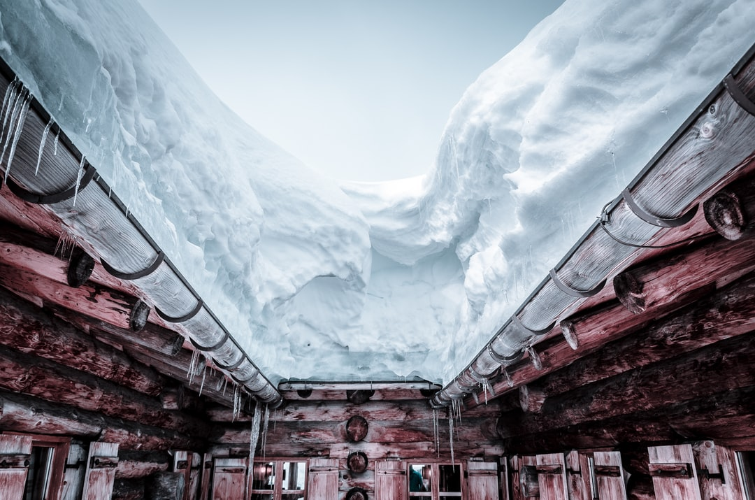 Snow on a shelter