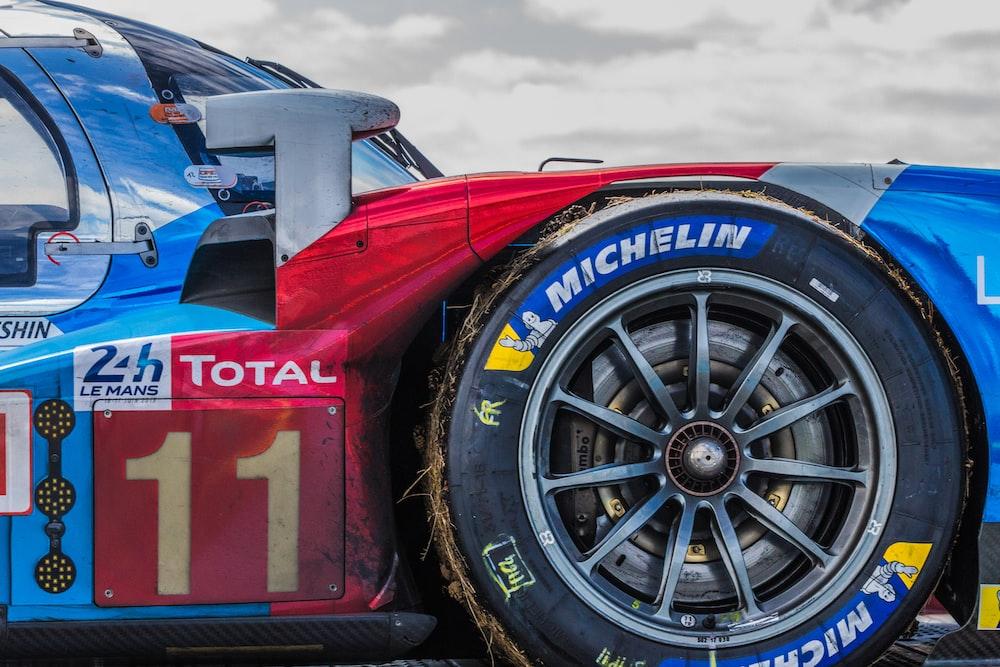 closeup photo of race car