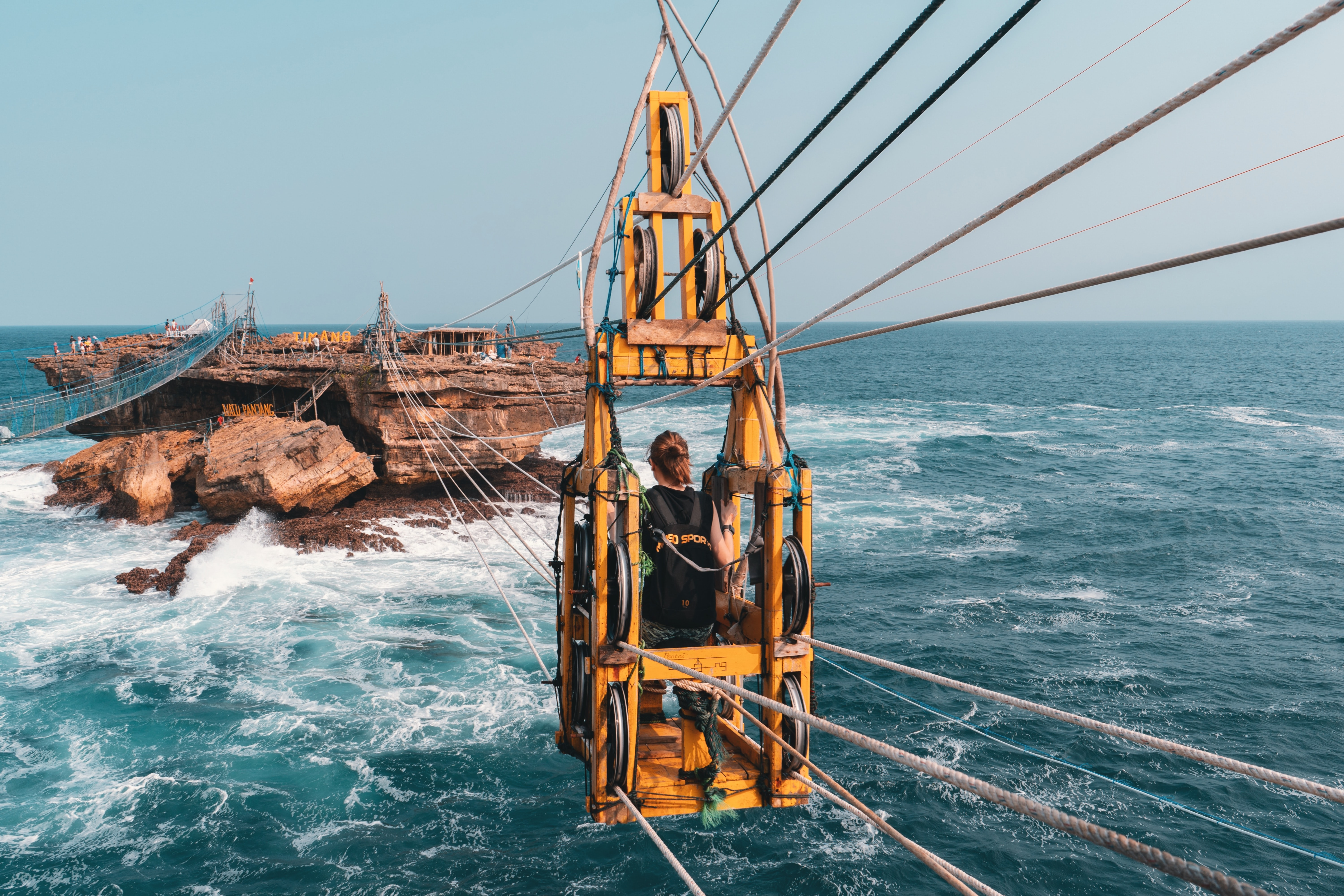 yellow cable transportation \