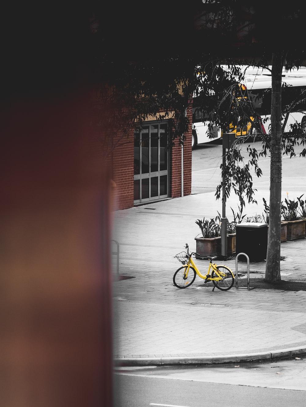 yellow commuter bike