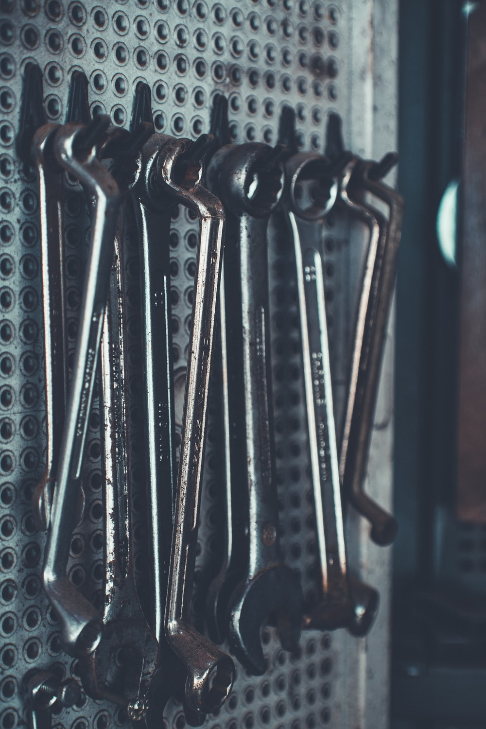 close-up photo of gray combination wrench set