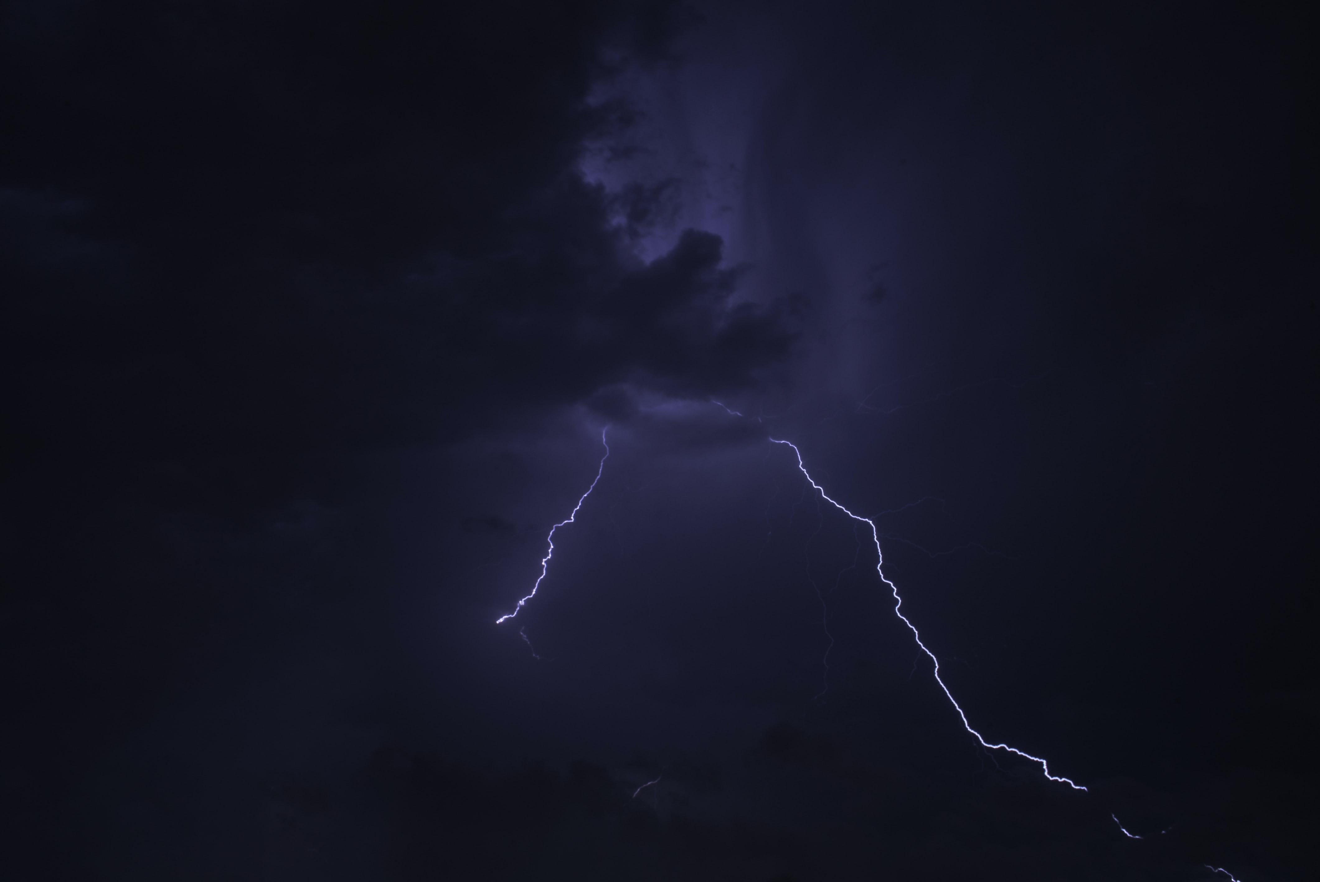 thunder with clouds at nighttime